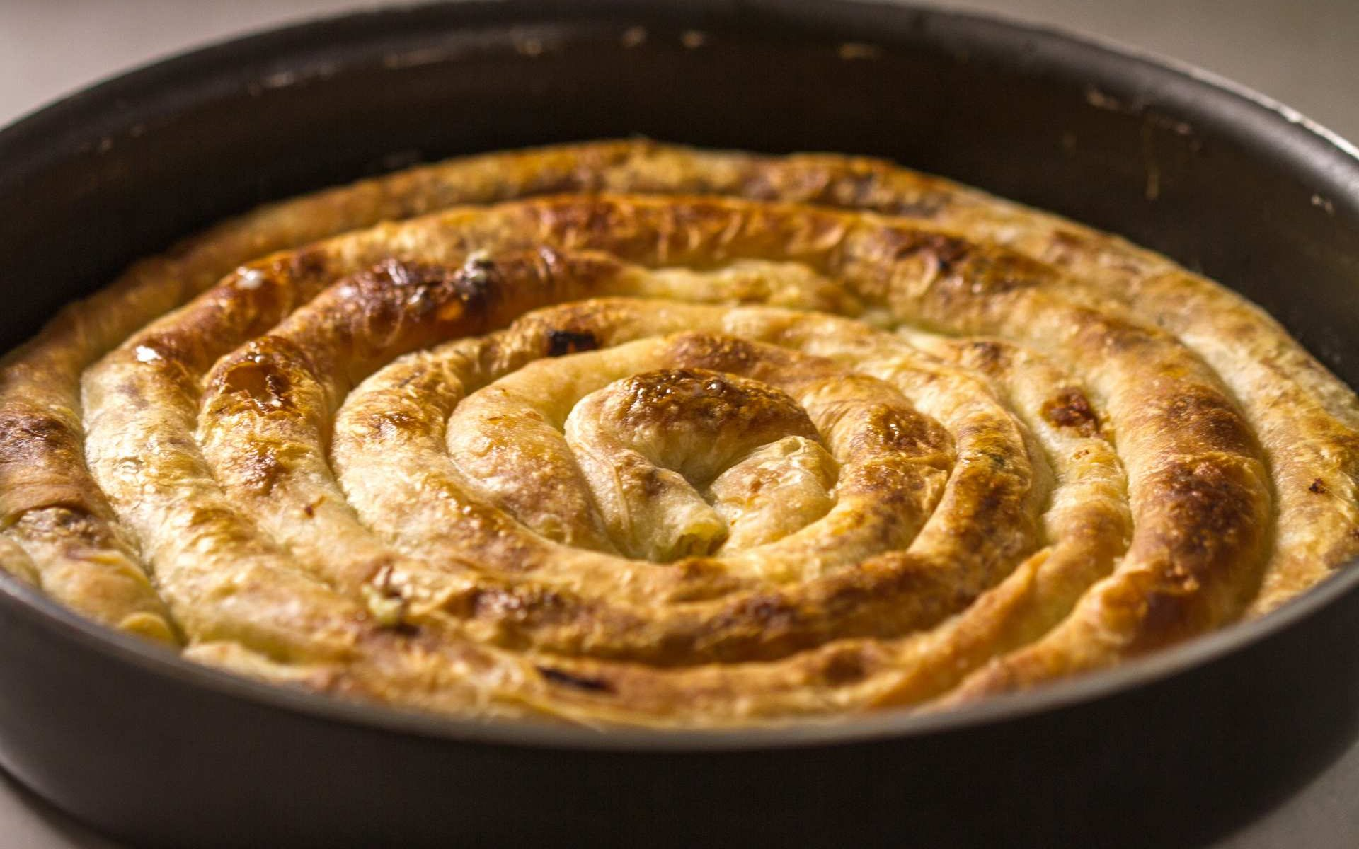 Μακεδονίτικο Στριφτάρι 4 Τυριά με κασέρι, κεφαλογραβιέρα, γκούντα και ημίσκληρο τυρί Χρυσή Ζύμη