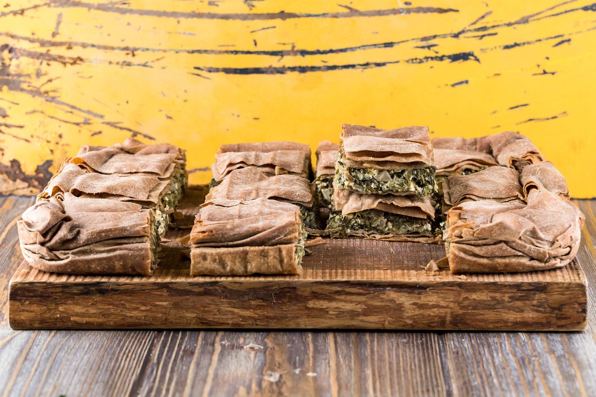 Χορτόπιτα με Χωριάτικο Φύλλο Ολικής Άλεσης, Φέτα και Γιαούρτι από τον Άκη Πετρετζίκη