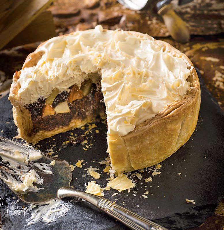 Πίτα με Σοκολατένιο Παντεσπάνι, Μήλα και Κεράσια με Χωριάτικο Φύλλο Χρυσή Ζύμη