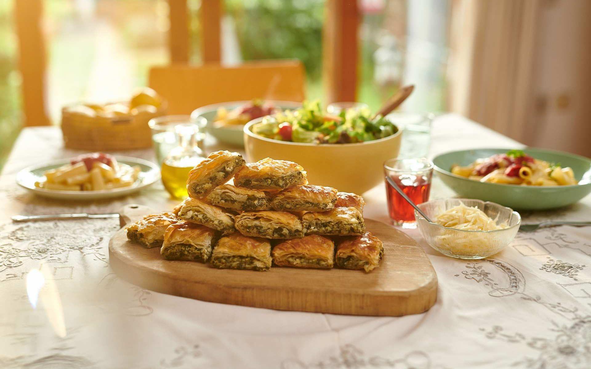 Χορευτή Πίτα με σπανάκι, μυζήθρα, πράσο και φέτα Χρυσή Ζύμη