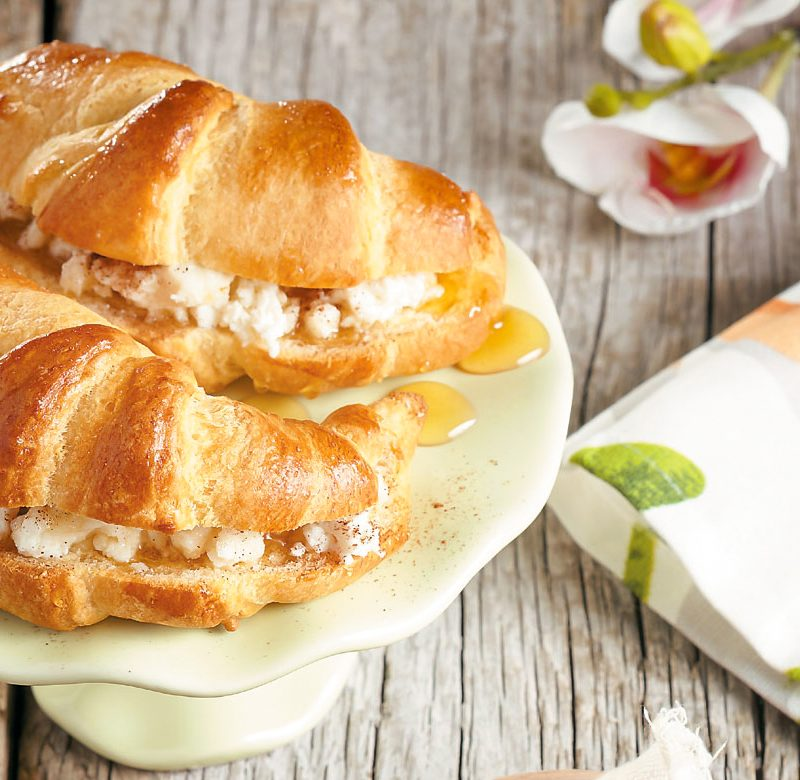 Croissants βουτύρου Χρυσή Ζύμη με Ανθότυρο, Μέλι και Κανέλα