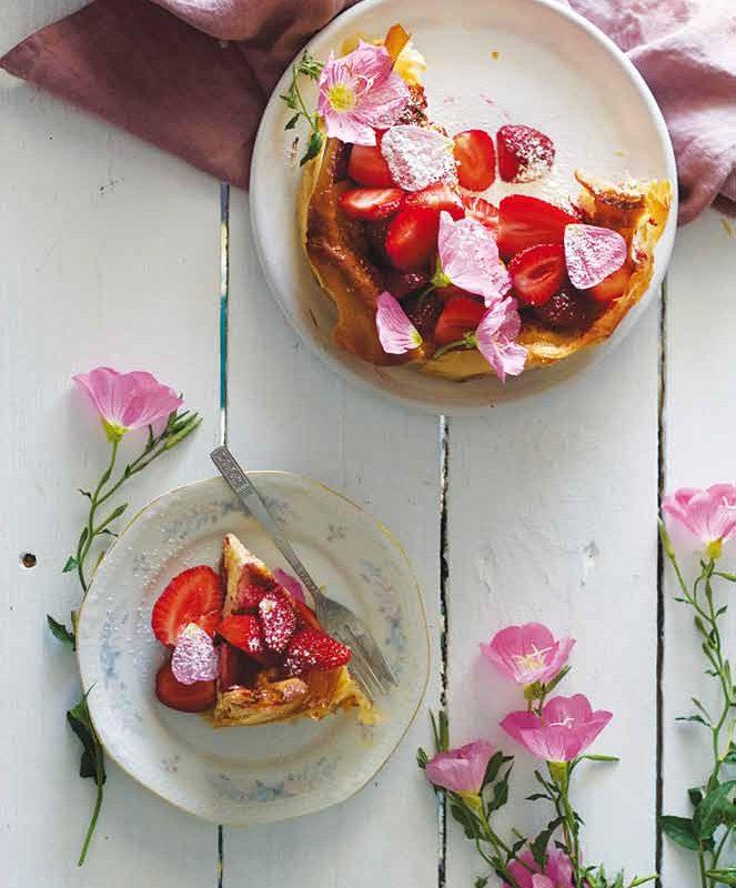 Ανοιχτή Πίτα με Κρέμα Γιαουρτιού και Φράουλες με Φύλλο Κρούστας για Γλυκά Χρυσή Ζύμη