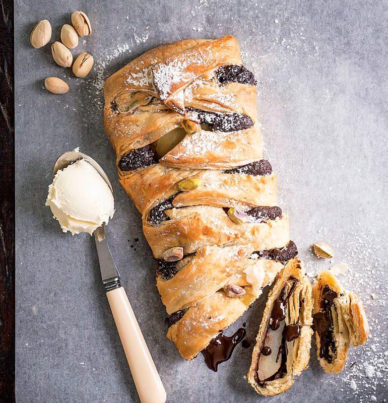 Πλεχτή Πίτα με Σοκολάτα και Αχλάδι με Φύλλο Σφολιάτας Χρυσή Ζύμη