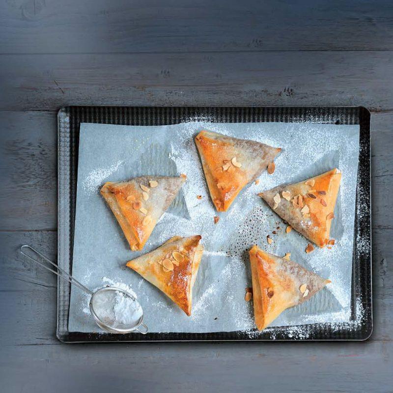 Τρίγωνα με Κρέμα Κάστανο και Αχλάδι σε Φύλλο Κρούστας για Πίτες Χρυσή Ζύμη