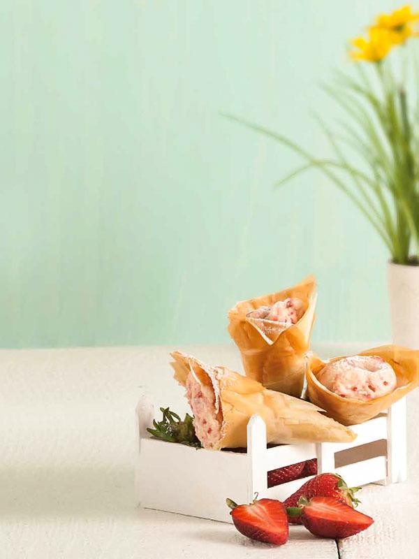 Χωνάκια με Κρέμα Φράουλας με Φύλλο Κρούστας για Γλυκά Χρυσή Ζύμη